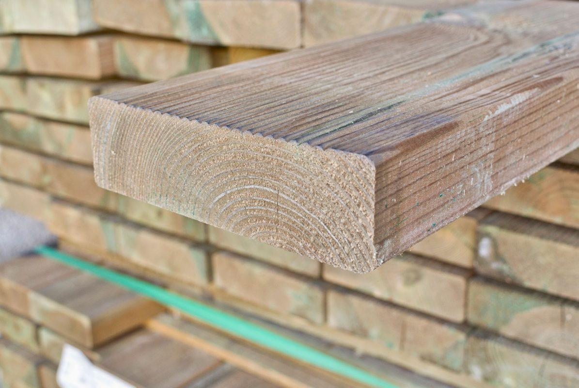 Tavola in legno zigrinato da esterno